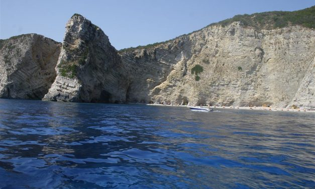 Insula Corfu – Paleokastritsa vazuta de pe mare